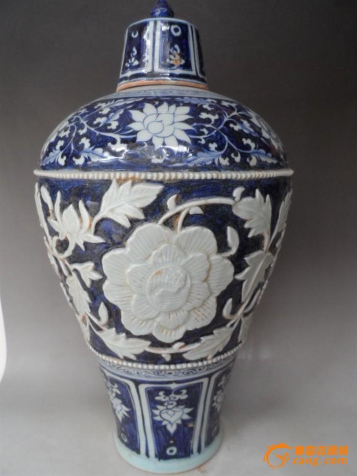 元青花雕刻缠枝牡丹花纹梅瓶 藏品尺寸48*26