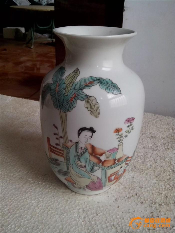 呆萌可爱小猫咪和花瓶