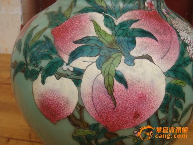 特价大清乾隆手绘粉彩寿桃天球瓶画工一流古玩精品