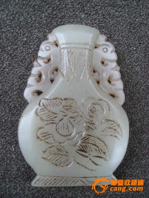 老玉雕瓶型花卉挂件图片