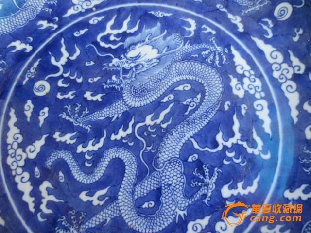 青花纹龙盘子