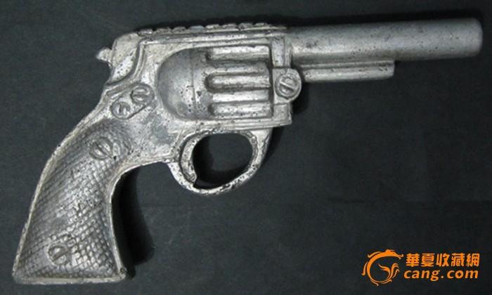 经典左轮手枪图片: 民国合金玩具左轮枪图片