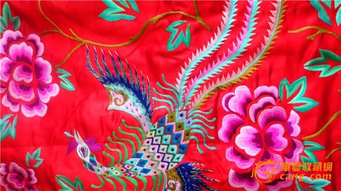 民国红色缎地凤穿牡丹绣花上衣 前后绣花 品相好图片