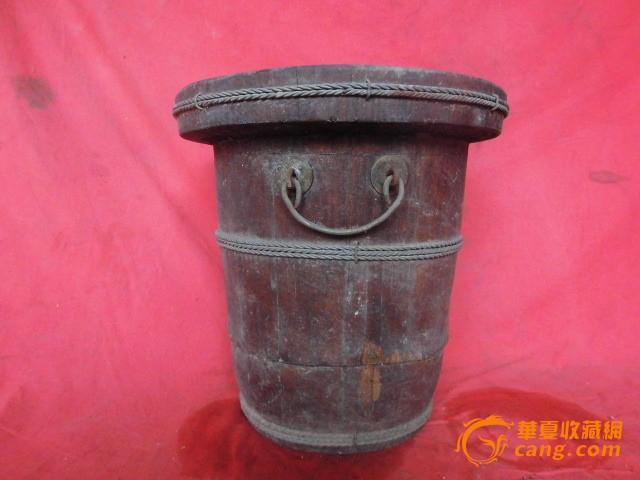 一个木桶,可以做垃圾桶用