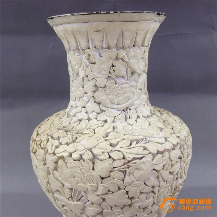清晚期 漆雕剔白百花纹观音瓶