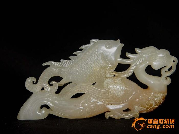 收来的玉雕刻的龙鱼摆件
