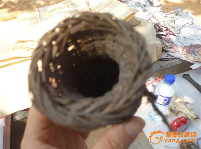 用竹子编织的不知装什么的容器