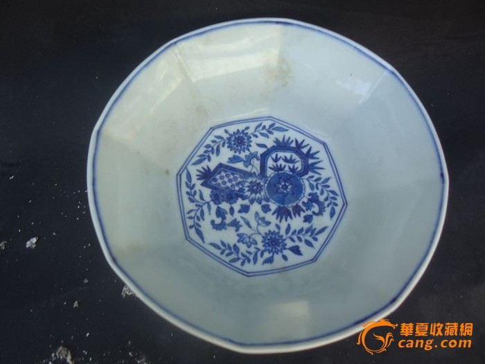 地摊 陶瓷 其它 > 八棱青花花纹碗