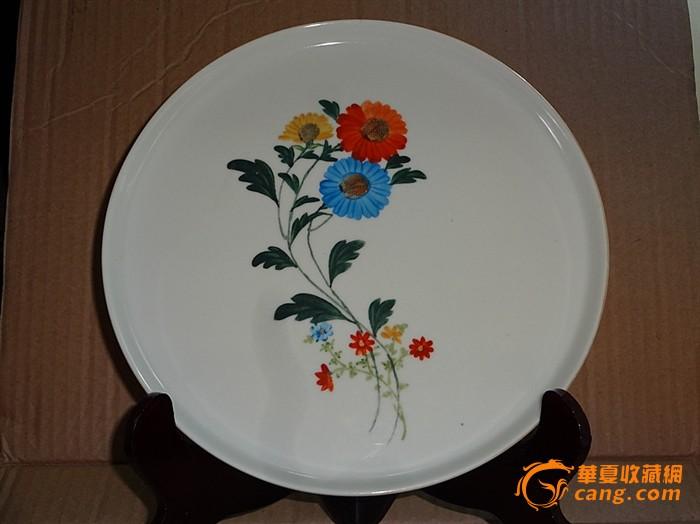 全品六十年代粉彩花卉茶盘和茶壶,成套两件组