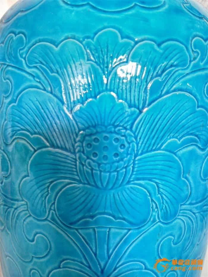 民国孔雀绿釉缠枝牡丹纹刻花大瓶