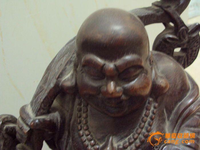 清代的紫檀木雕弥勒佛