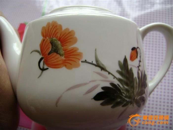 文革手绘花卉欣欣向荣小茶壶,小号