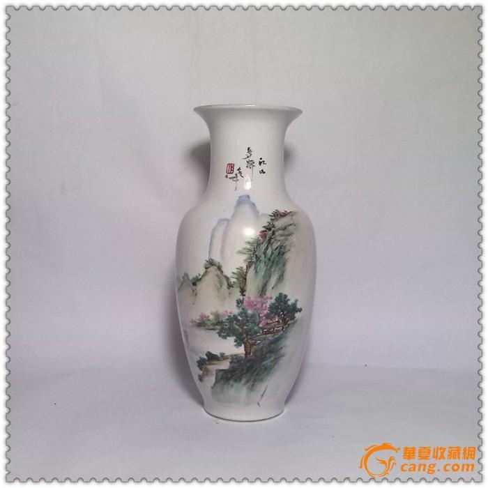 精美的七十年代手绘山水纹瓷瓶