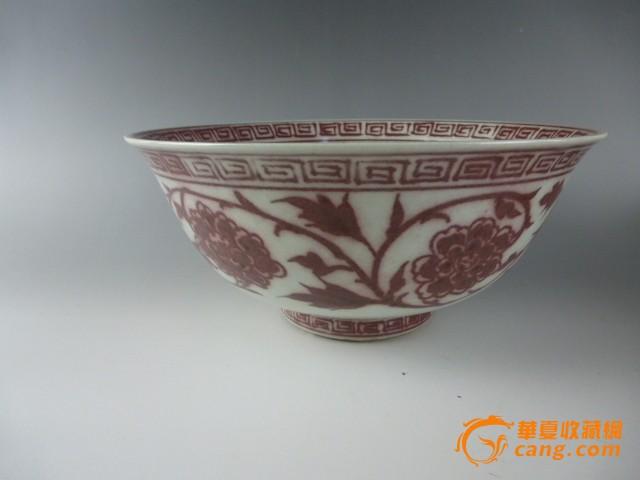 釉里红团花纹碗