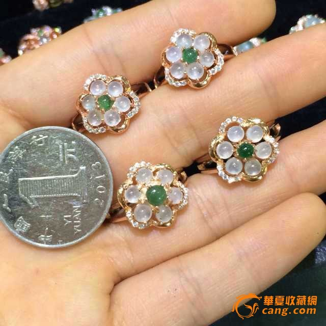 925银镶嵌翡翠梅花戒指