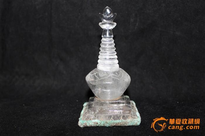 天然水晶雕刻的佛塔