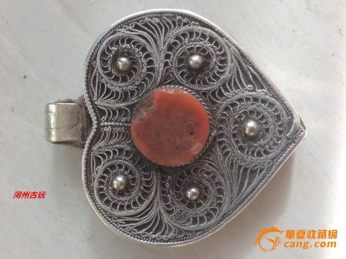 藏传明清时期白铜掐银丝镶嵌桃形嘎乌