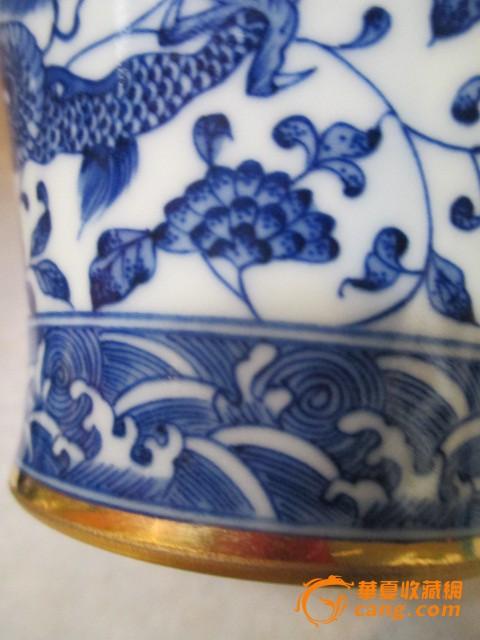 青花纹龙瓶