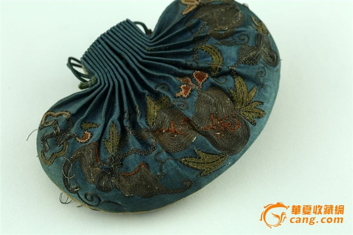 外拍卖回流清代手工刺绣植物图案老荷包香包老碧玺珠子图片