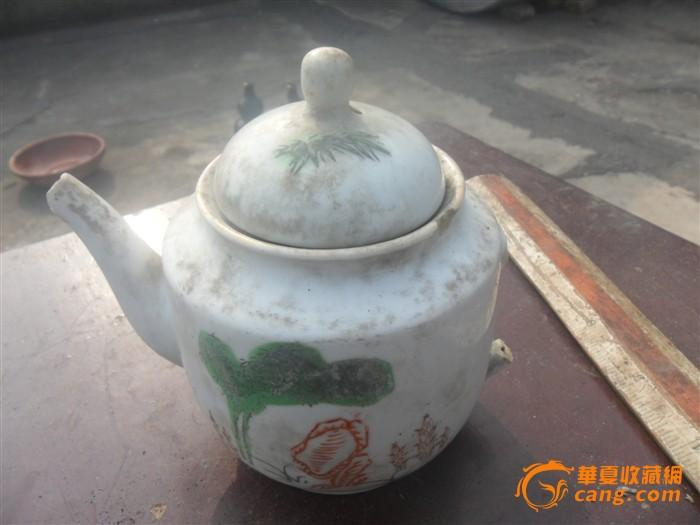 漂亮的手绘红绿彩素描茶壶