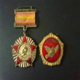 51,53年全国政协及全国人民赴朝��问团赠章两枚