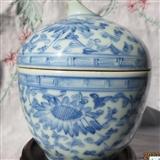 清中期青花花卉纹盖缸
